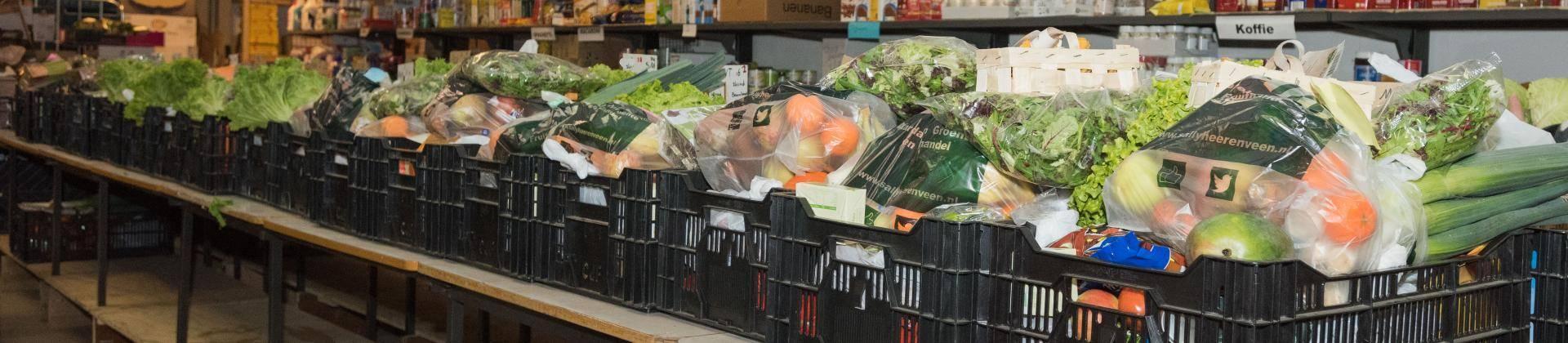 Voedsel Pakketen Staan Klaar Voor Klanten Van De Voedselbank.